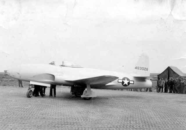 Un caccia p80 all'aeroporto di Foggia