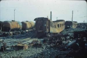 Foto-a-colori-di-alcuni-convogli-piegati-dal-calore-delle-esplosioni.